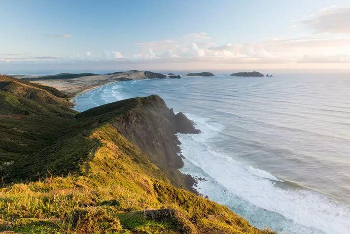 La pointe nord-ouest de la péninsule d'Aupouri est considérée comme le marqueur de séparation entre la ...