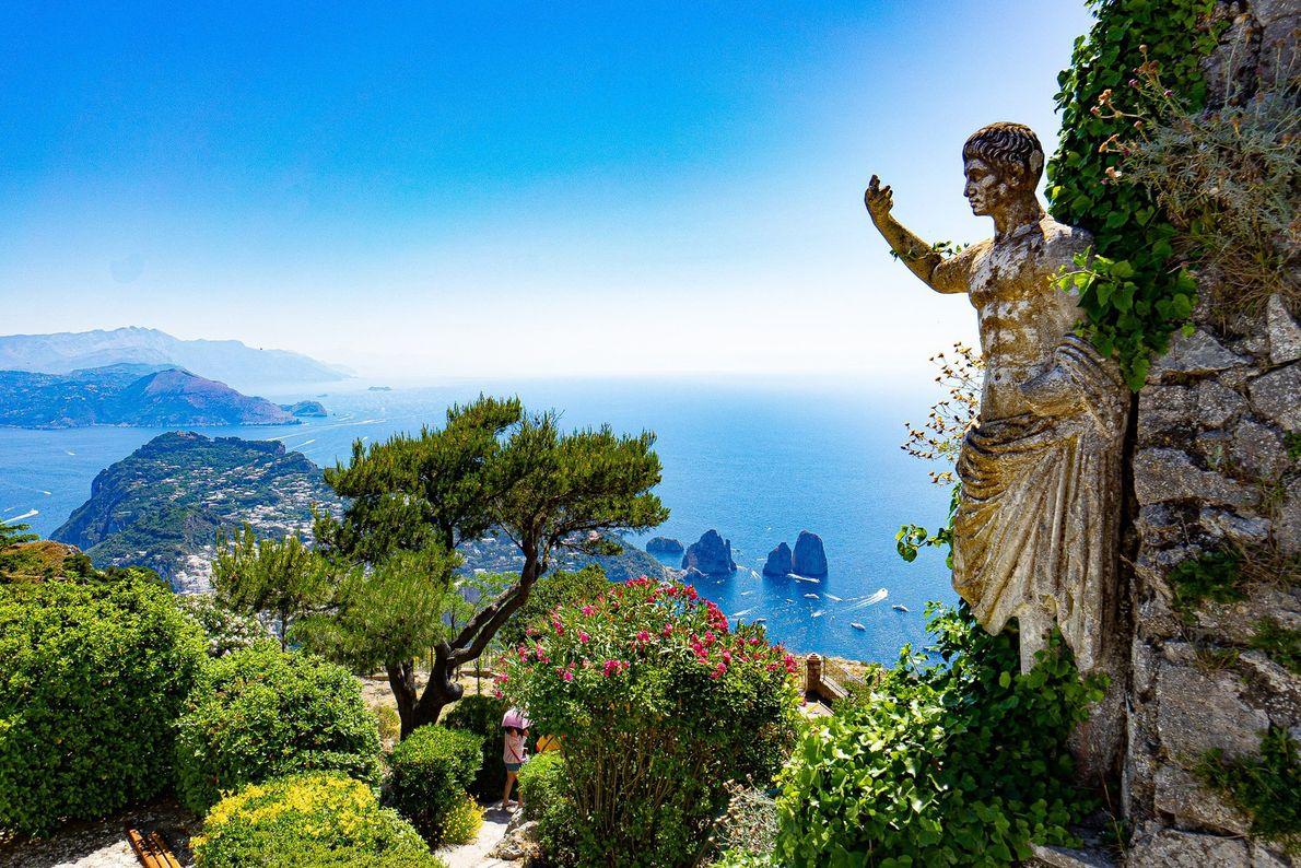 L'île italienne de Capri est depuis longtemps une destination touristique très prisée. Sur le mont Solaro, ...