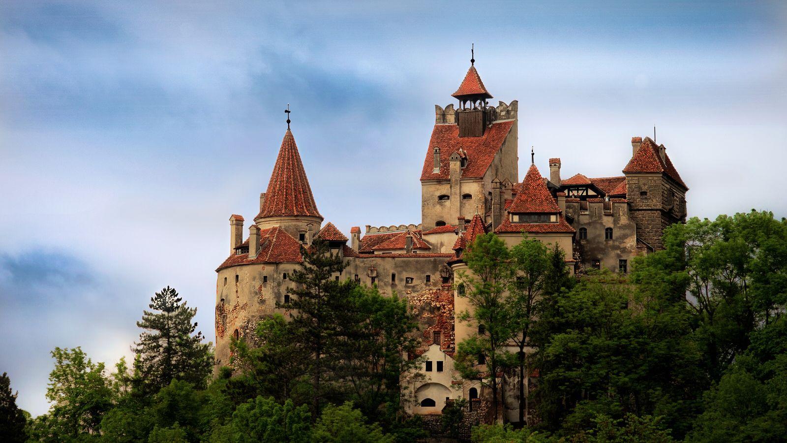 Le château de Bran (Castelul Bran en roumain) situé en Transylvanie, non loin de la limite avec la Valachie, est un monument historique classé en Roumanie.