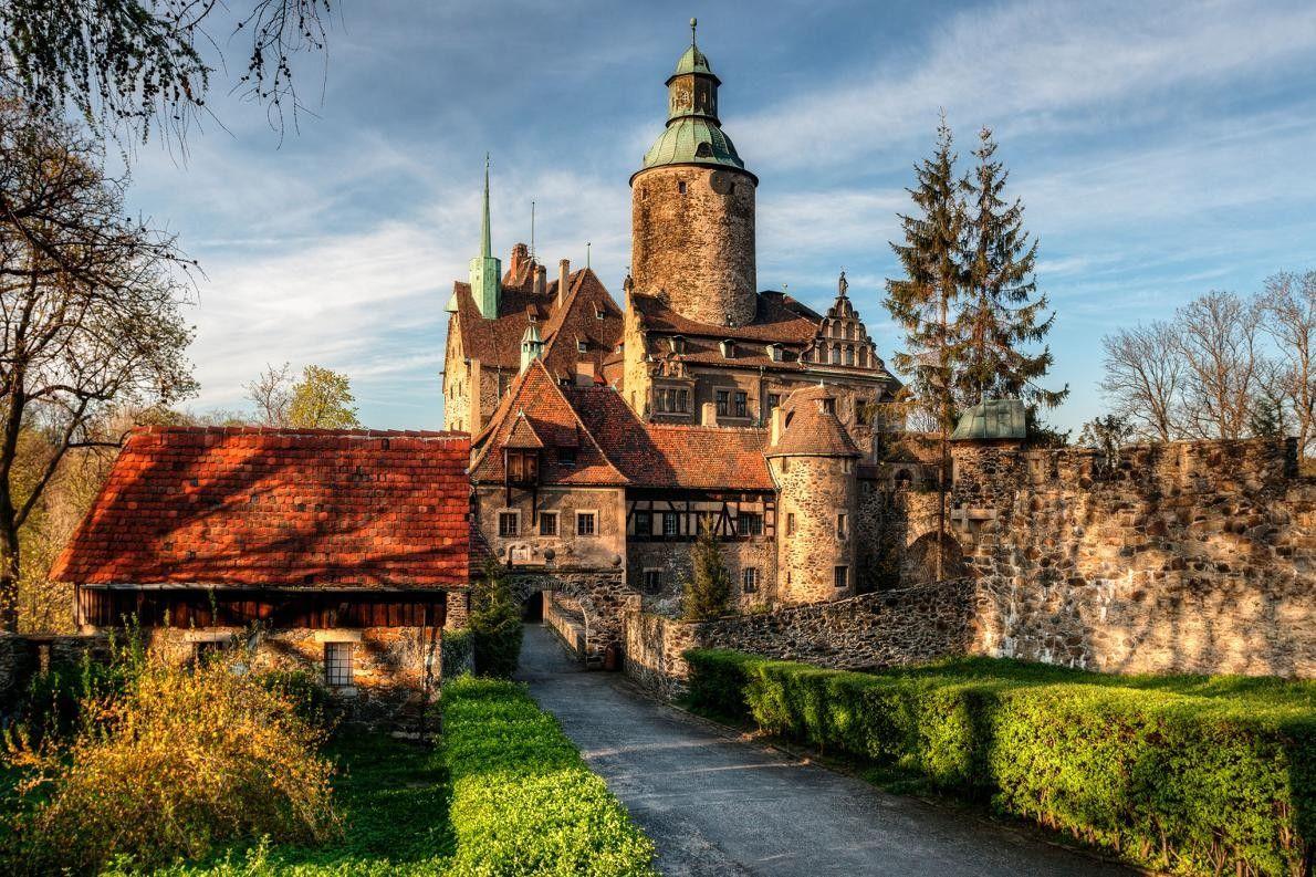 LEŚNA, POLOGNE - Entre le caveau de torture, le tournoi annuel de chevaliers, l'entrée en pierre ...