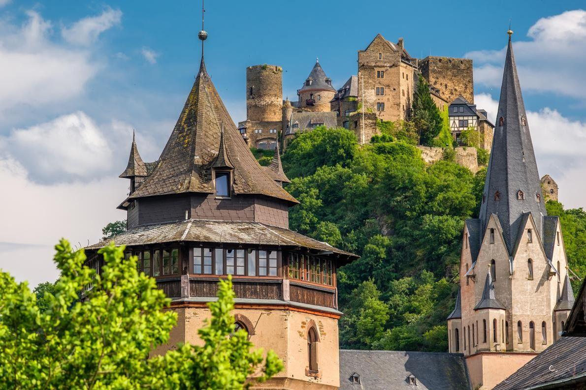 OBERWESEL, ALLEMAGNE - Bien que l'hôtel Auf Schönburg, datant du Xe siècle, ait abrité en même ...