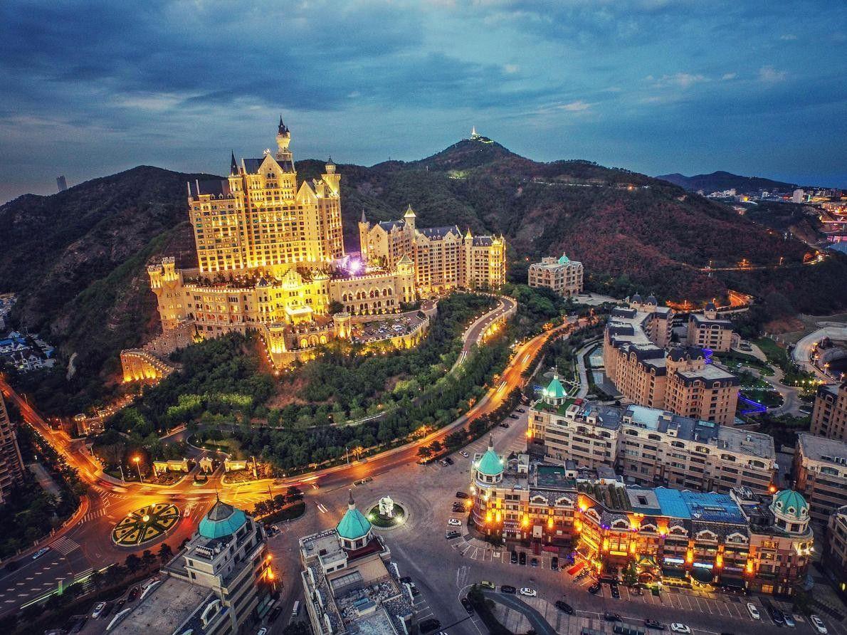 DALIAN, CHINE - Ce qu'il manque au Dalian's Castle Hotel en authenticité, il le compense par ...