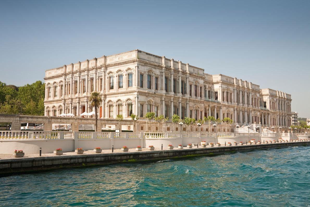 ISTANBUL, TURQUIE - Çirağan Palace Kempinski, ancien palais du sultan ottoman, est un symbole de luxe ...