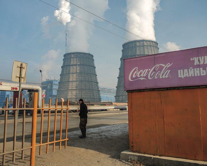 Les centrales électriques au charbon, comme celle-ci, sont une autre source de pollution – une menace ...