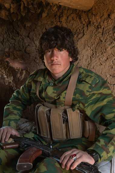 Zubaidullah, 16 ans, combattant pro-gouvernemental, a été tué par les talibans lors de la bataille de Karsai ...