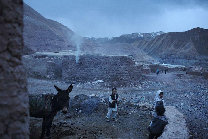 Des enfants dans un petit village de la province de Bamian.