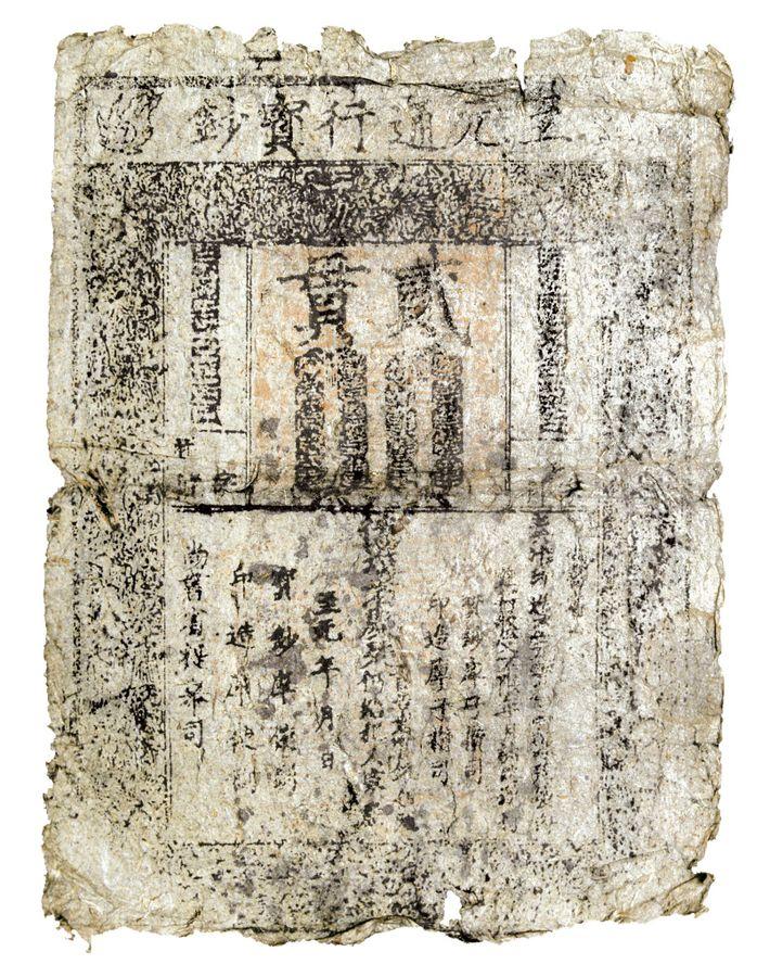 En Chine, l'utilisation de papier-monnaie a été introduite au 9e siècle, ci-dessus un exemplaire de 1297. Kubilai ...