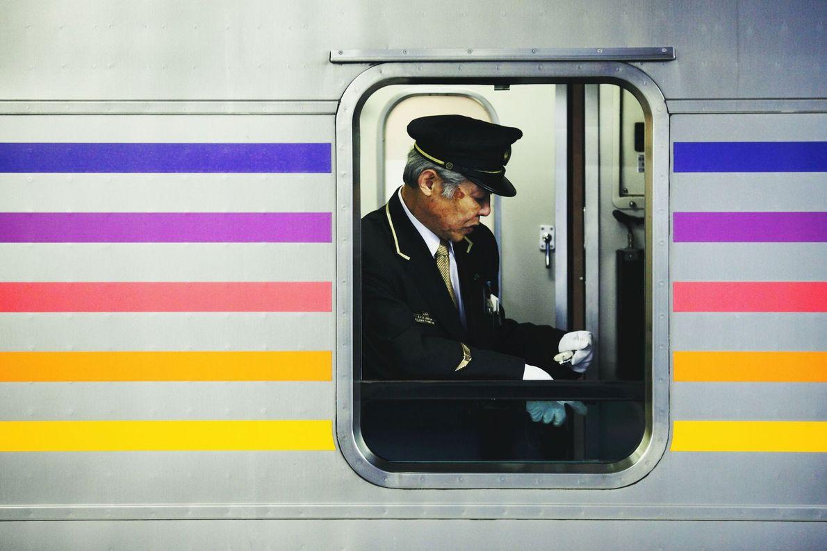 Au Japon, le voyage en train est devenu très populaire. Le CASSIOPEIA est un train express ...