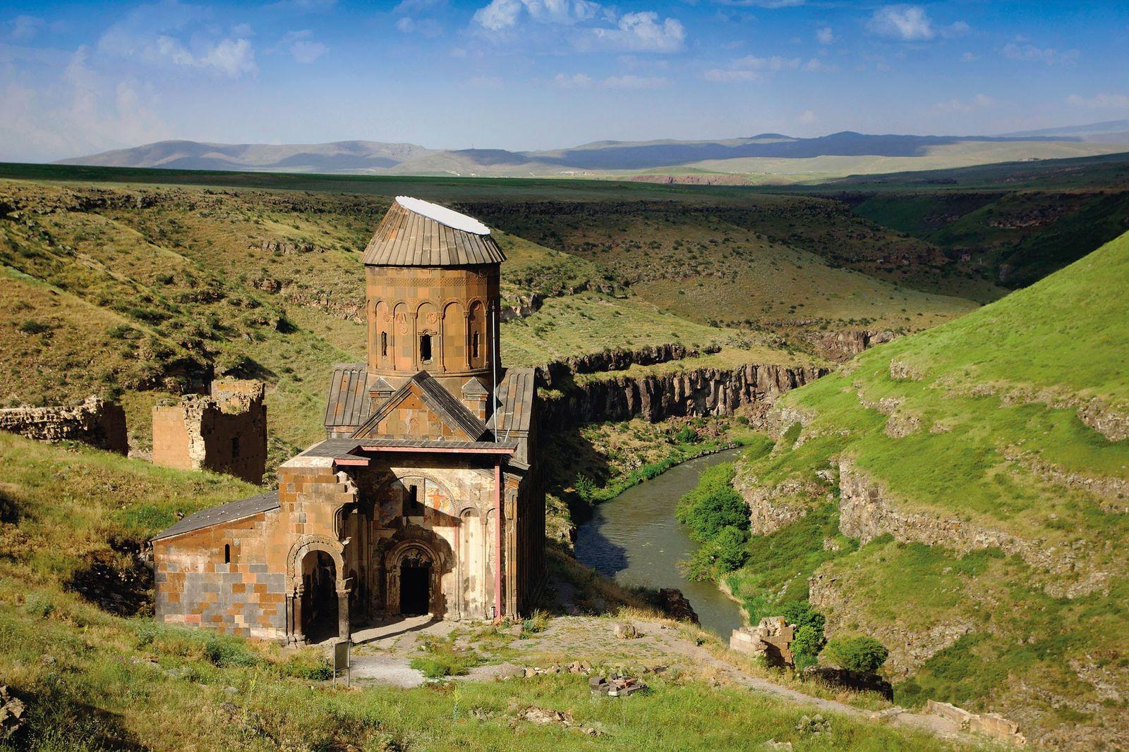 La ville aux mille et une églises survit à travers ses ruines