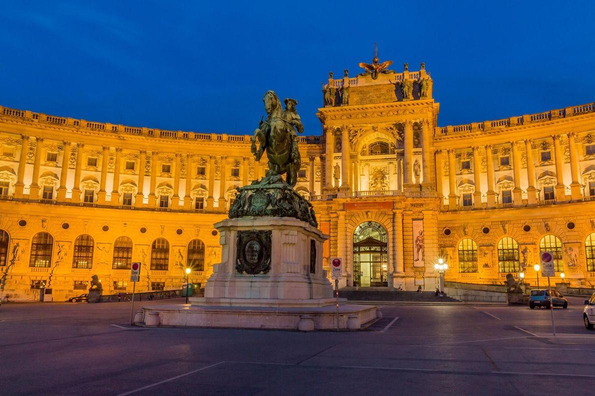 LE CENTRE HISTORIQUE DE VIENNE, AUTRICHE Surplombant le Danube, les châteaux et les jardins baroques de Vienne ...