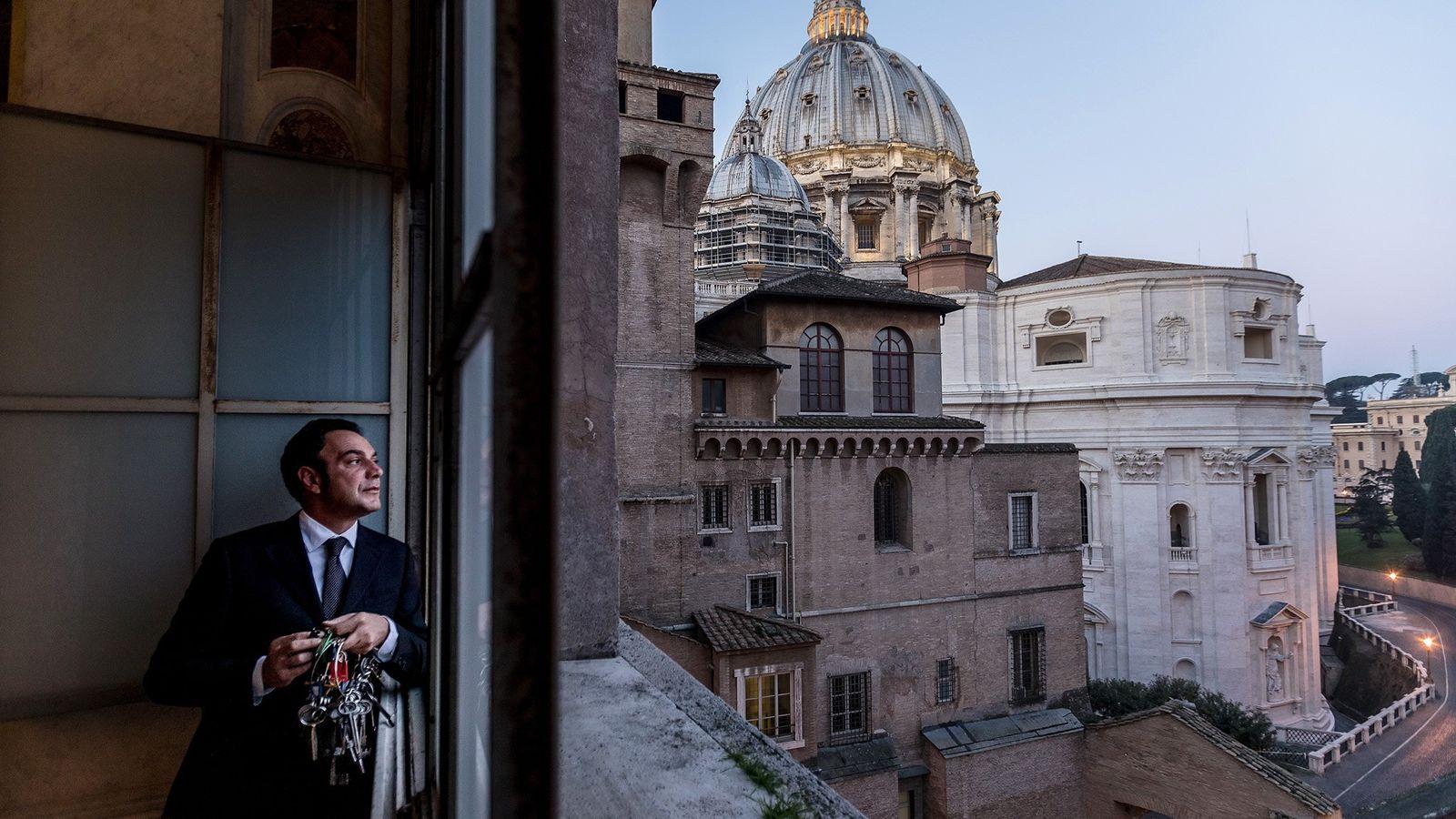Gianni Crea, le gardien des clefs du Vatican.