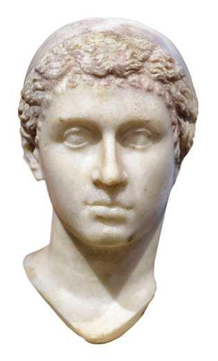 Un buste de la mère de Césarion, Cléopâtre, au Neues Museum de Berlin