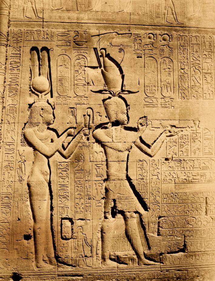 Cléopâtre VII a commandé cette représentation d'elle-même et de son héritier, Césarion, sculptée sur les murs du ...