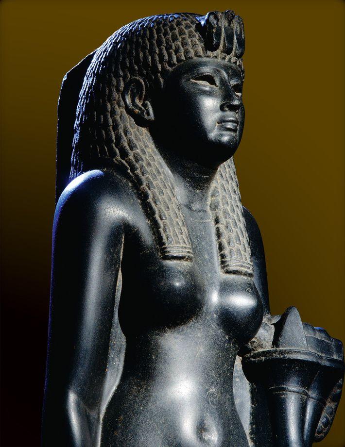 Cette statue en basalte noir de Cléopâtre est l'une des rares sculptures représentant la dernière pharaonne ...