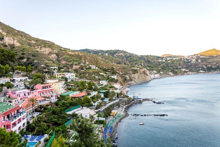 Relaxez-vous et émerveillez-vous des magnifiques vues sur le golf de Naples.