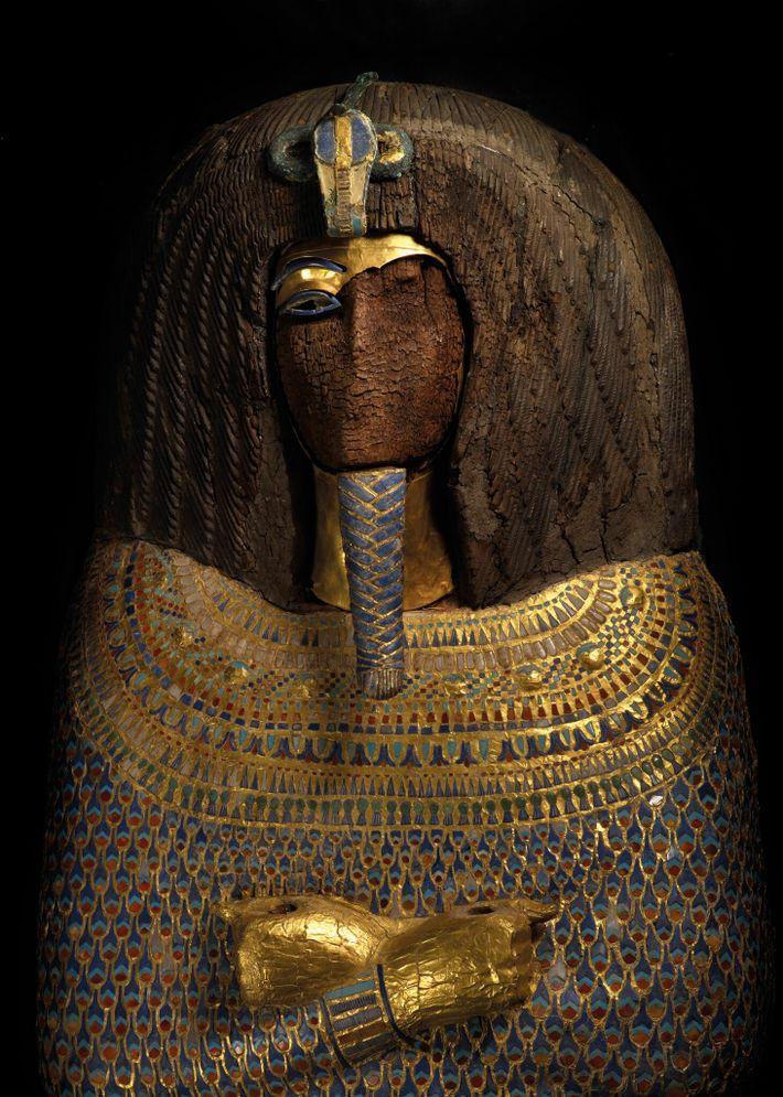 Le visage de ce sarcophage très élaboré avait disparu lorsqu'il a été mis au jour en 1907 ...