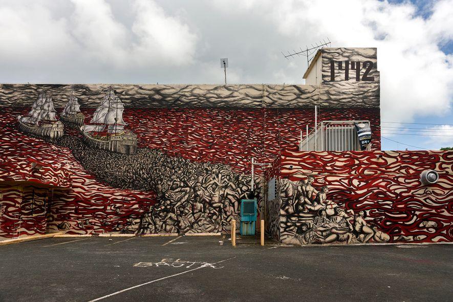 Ce mur de graffitis à Porto Rico représente l'arrivée de Christophe Colomb sur une mer de ...