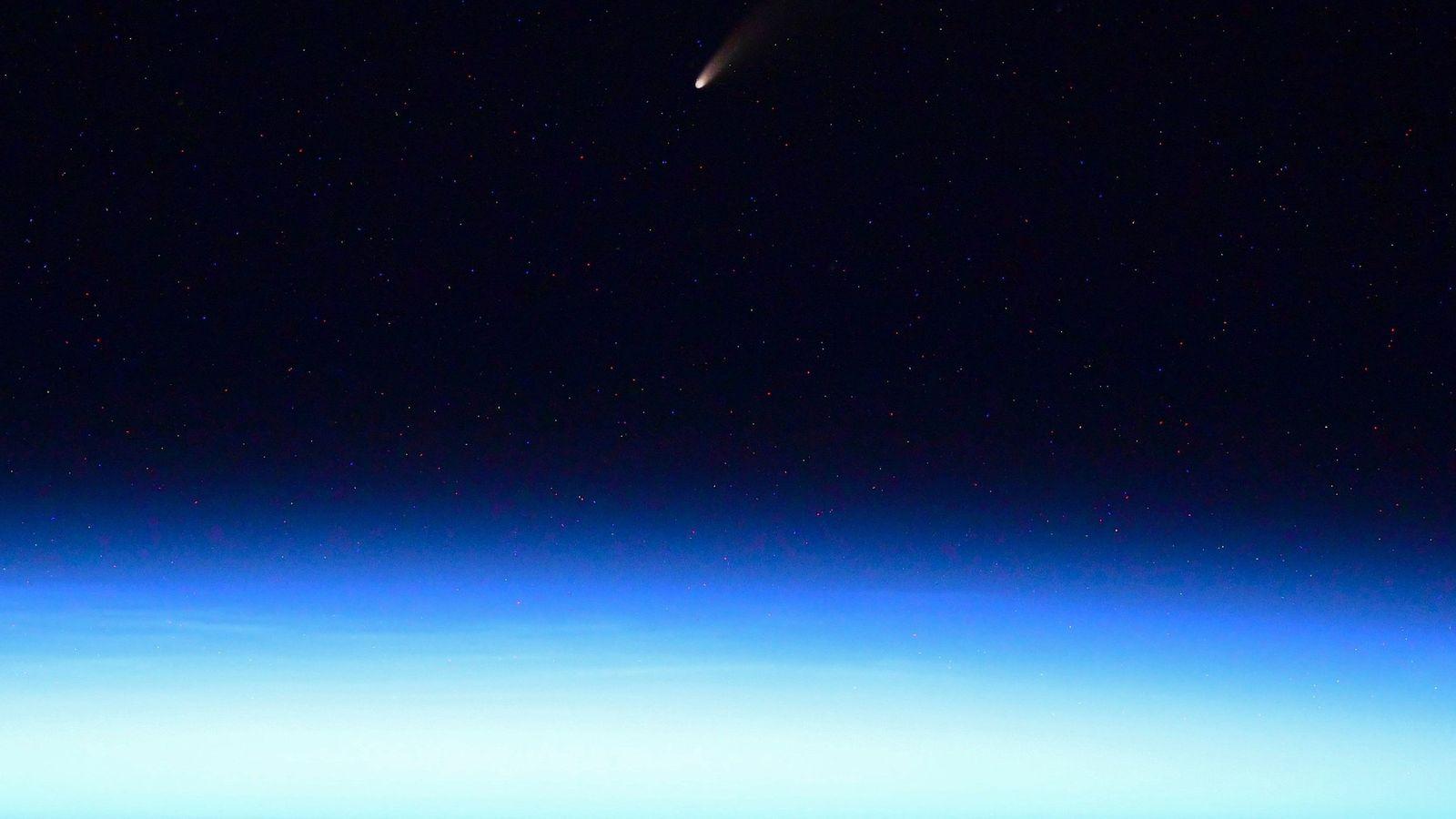Le cosmonaute de Roscosmos Ivan Vagner a publié sur Twitter une photo de la comète NEOWISE ...