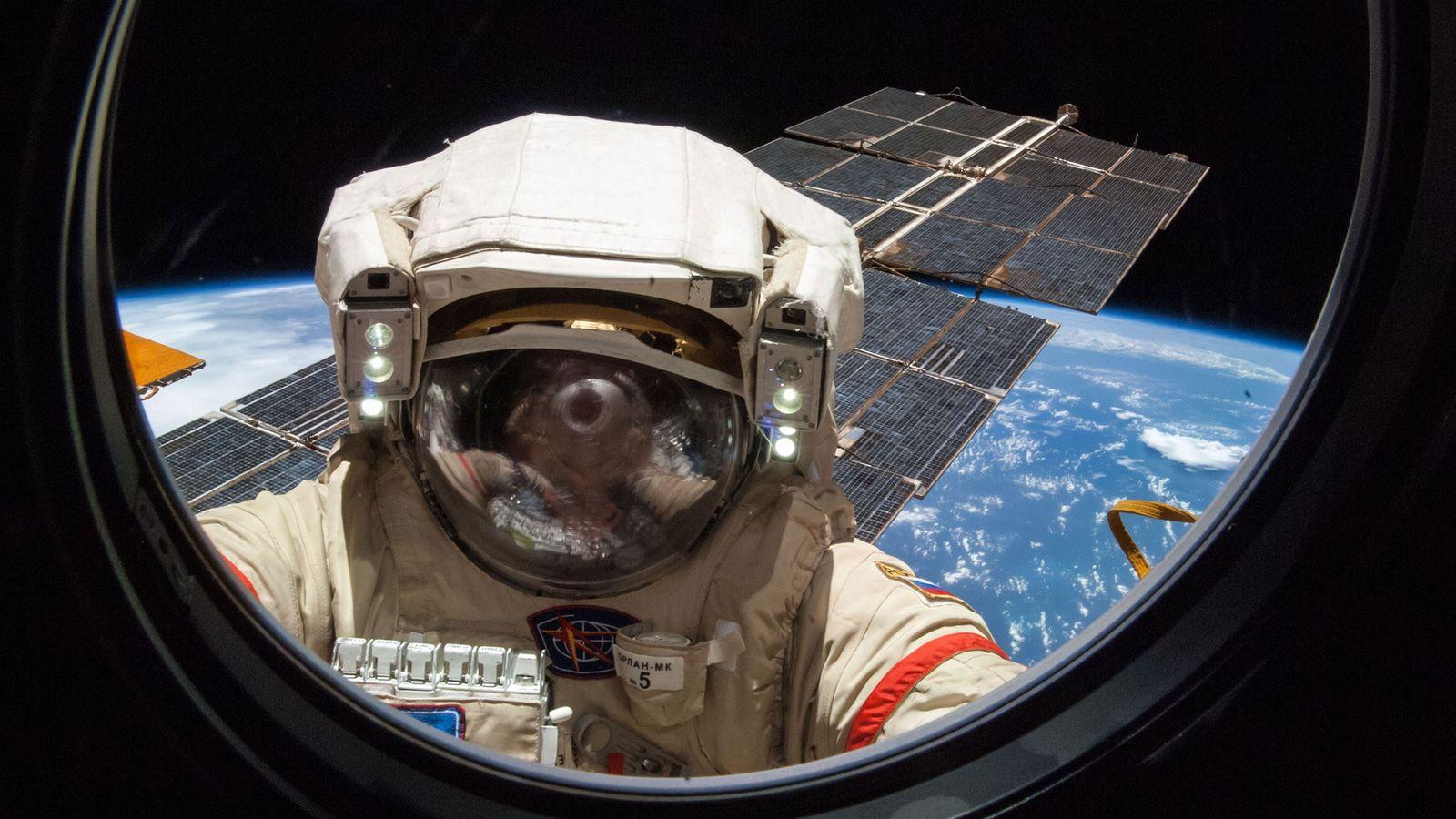 Le cosmonaute russe Alexander Skvortsov, photographié en train de travailler sur la Station spatiale internationale au ...