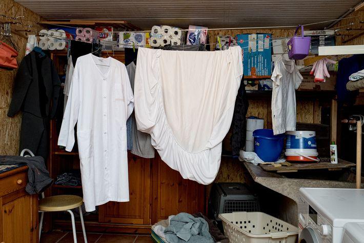 Dans son garage, là où sèche également son linge, la Dr Spihlmann a improvisé une zone de ...