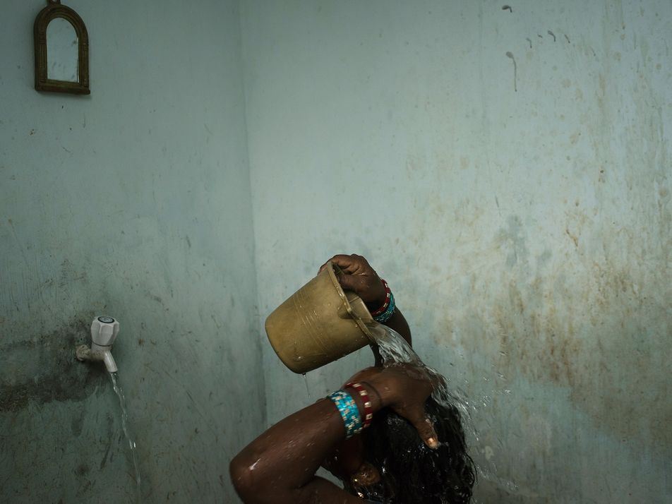 Inde : comment se laver les mains régulièrement quand l'eau est rare ?