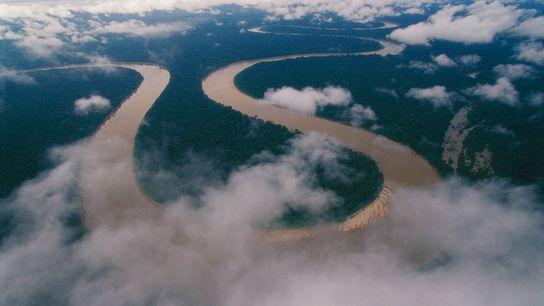 Serpentant à travers la région amazonienne de l'extrême ouest du Brésil, la rivière Itaquaí se fraie ...