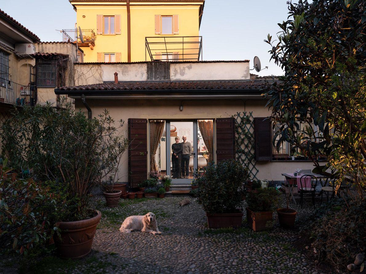 Paolo et Elisabeth Lombardi – hypochondriaques de leur propre aveu – se sont confinés chez eux ...