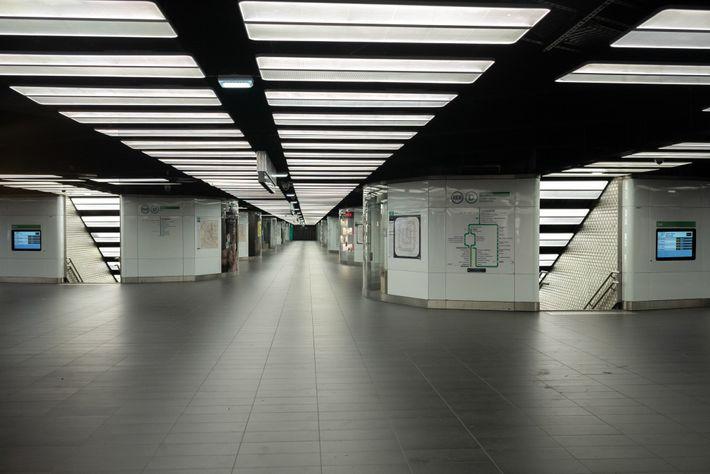 Le 26 mars, la ville de Paris a fermé une cinquantaine de stations de métro et ...