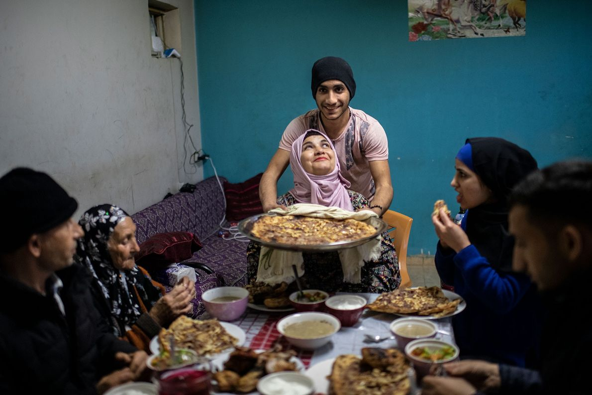 Mère de huit enfants, Wahbi Tanatra s'apprête à rompre le jeûne avec sa famille en Cisjordanie. ...