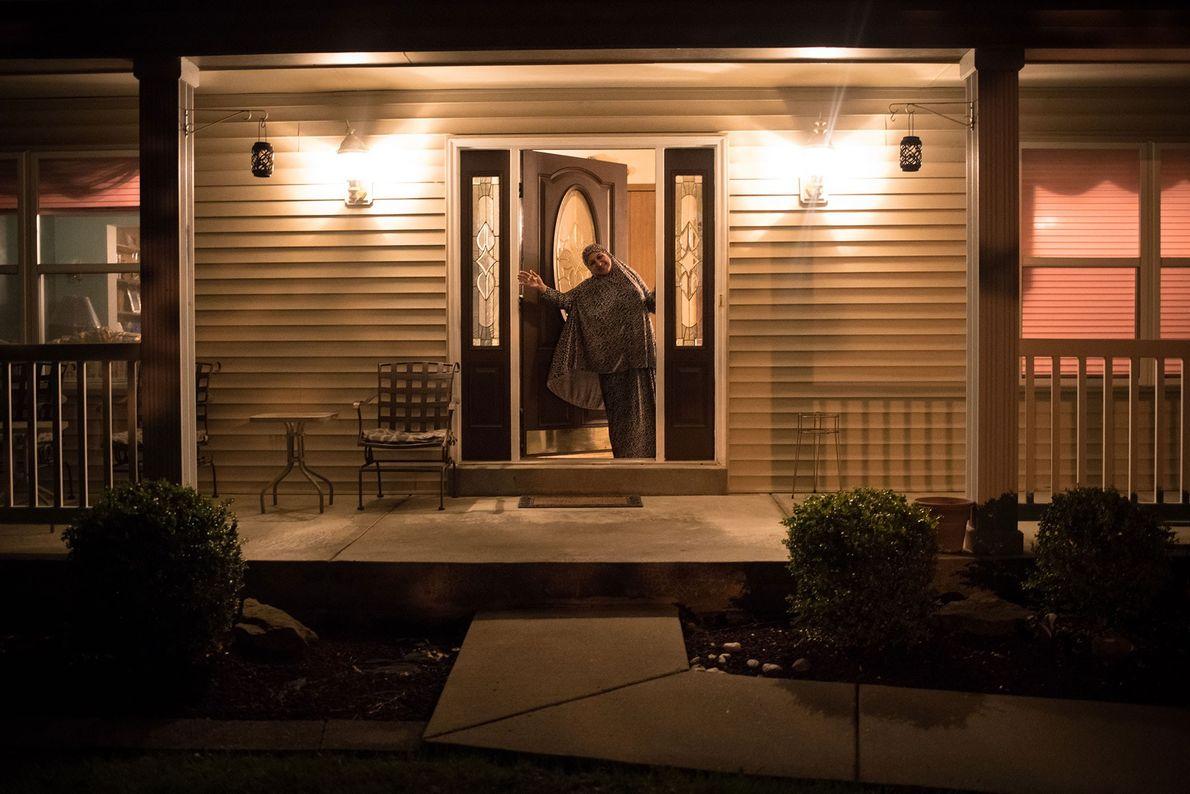 La mère de la photographe l'accueille à la porte d'entrée. « J'étais surprise de voir à quel ...