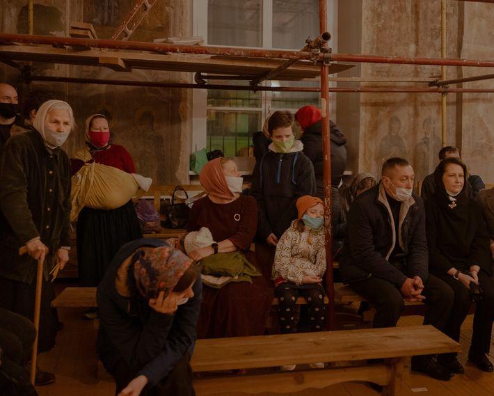 La pandémie de coronavirus a poussé les croyants à adapter leur pratique religieuses. À Tver, en ...