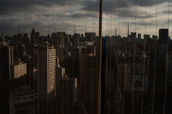 Dans une ville aussi densément peuplée que le centre de São Paulo, un virus a toutes ...