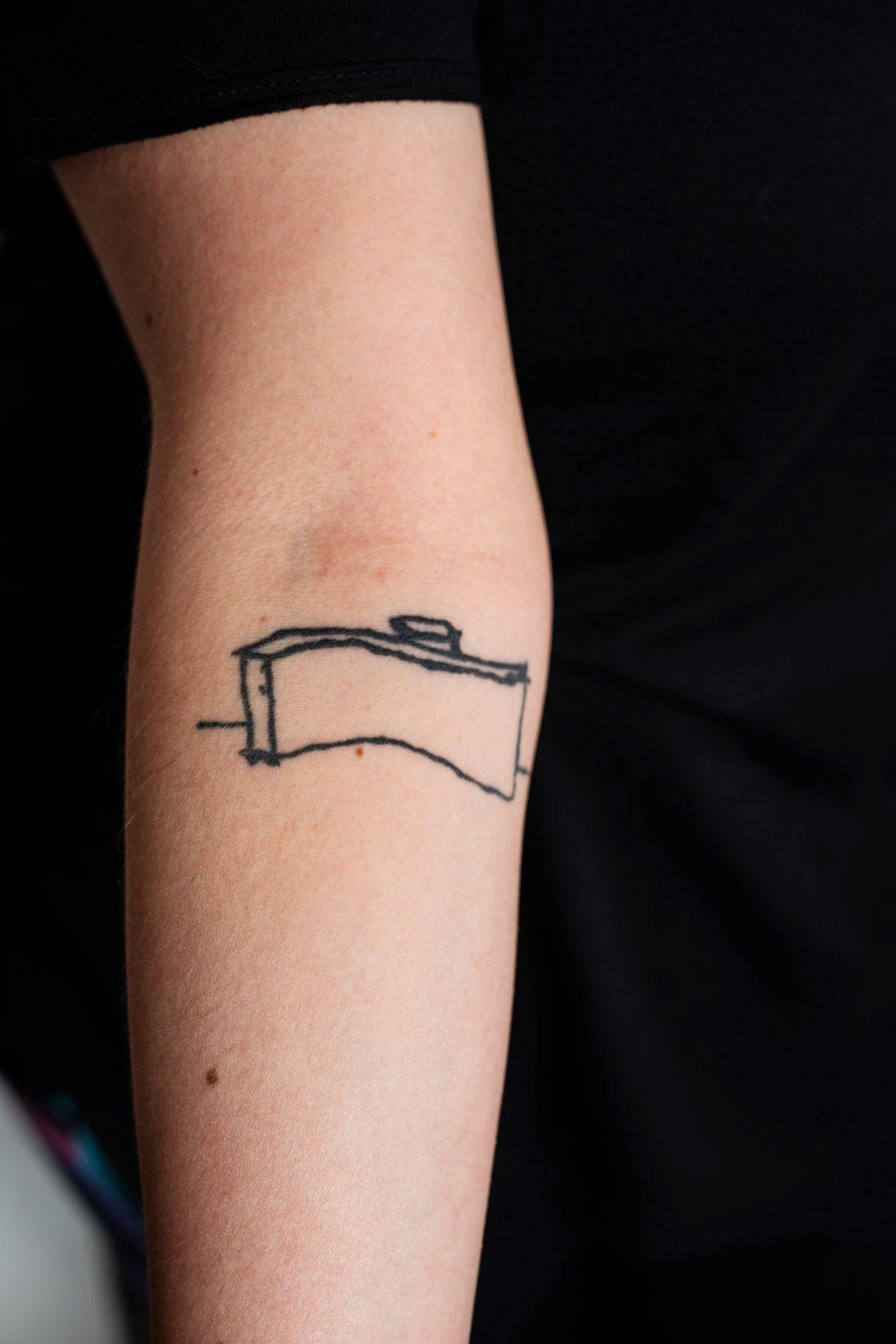 Le bâtiment Copan en forme de vague est tatoué tel un emblème sur le bras de ...