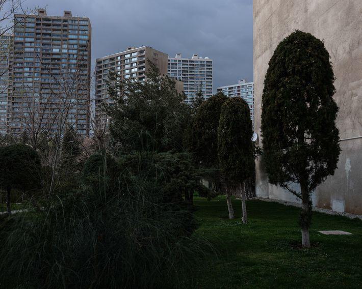 Un passage mène derrière l'immeuble où vit l'auteure à Téhéran. Même si le virus a vidé ...