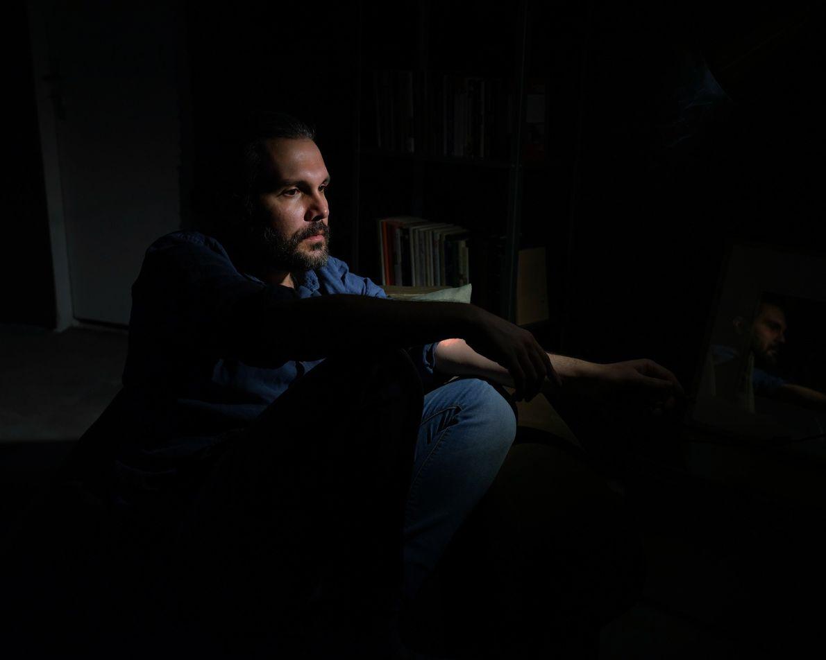 Kamran Arashnia, un musicien de 34 ans, est en auto-isolement depuis plus d'un mois. Lorsque des ...