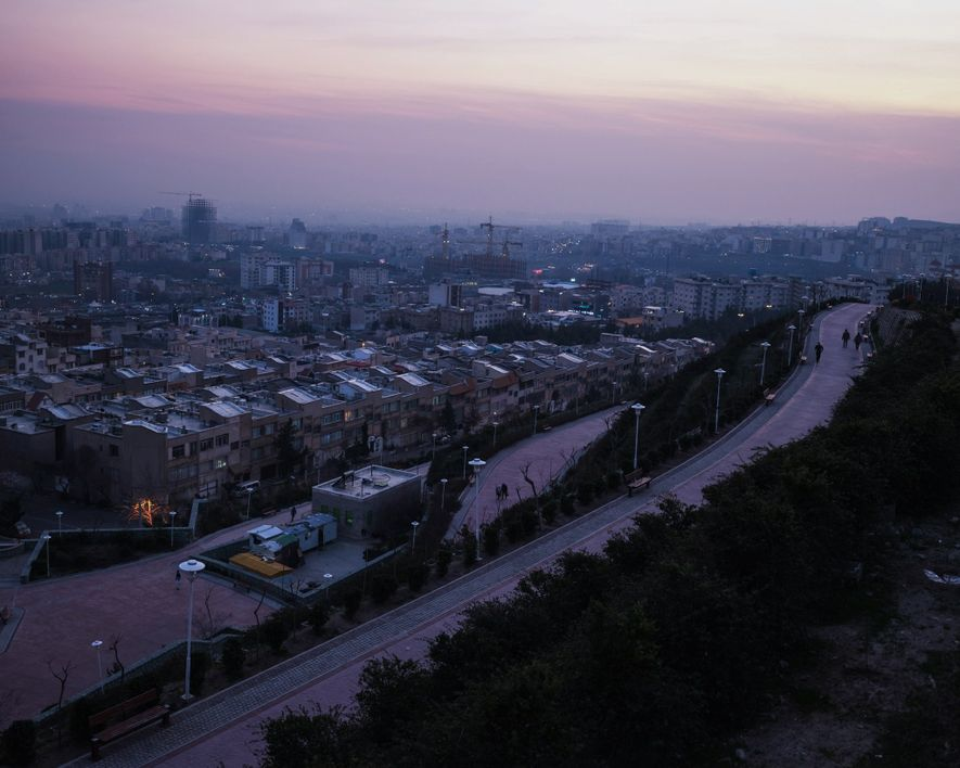 Les millions d'habitants que compte Téhéran sont bloqués chez eux pendant la pandémie de coronavirus. Les ...