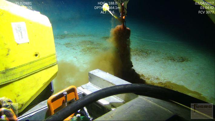Un robot immergé à 3000 mètres de profondeur a permis l'extraction des carottes de sédiments dans la ...