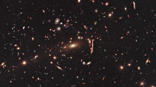 Les amas géants de galaxies ébranlent les théories sur la matière noire