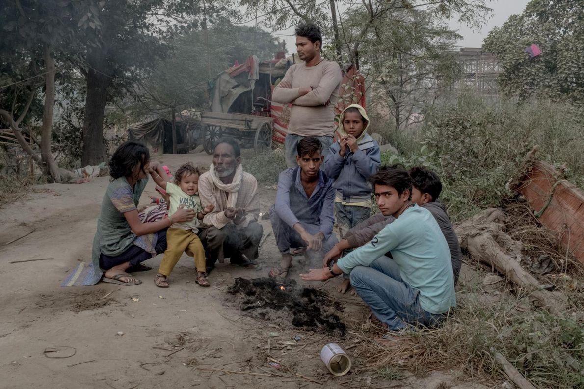 Des familles de migrants vivant près des sites de construction souffrent de l'exposition à de forts ...