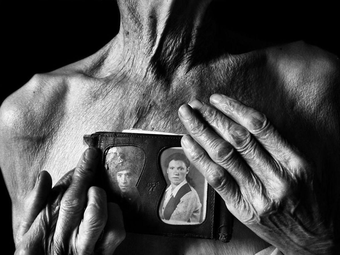 Giacomo et Maria. On voit ici le corps de ma grand-mère. Après la mort de mon ...