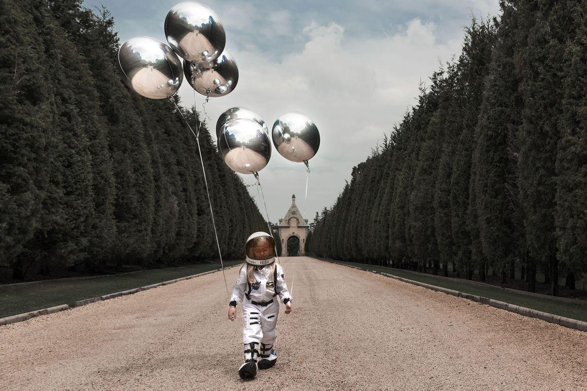 Ma fille veut voyager sur la Lune.  Je voulais créer un monde surréaliste avec les ...