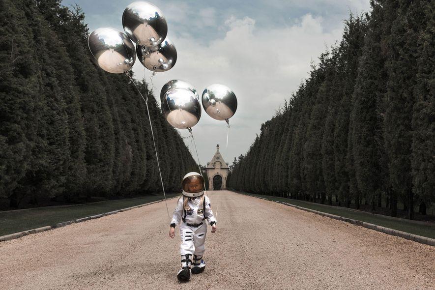 Ma fille veut voyager sur la Lune.Je voulais créer un monde surréaliste avec les ballons dans ...