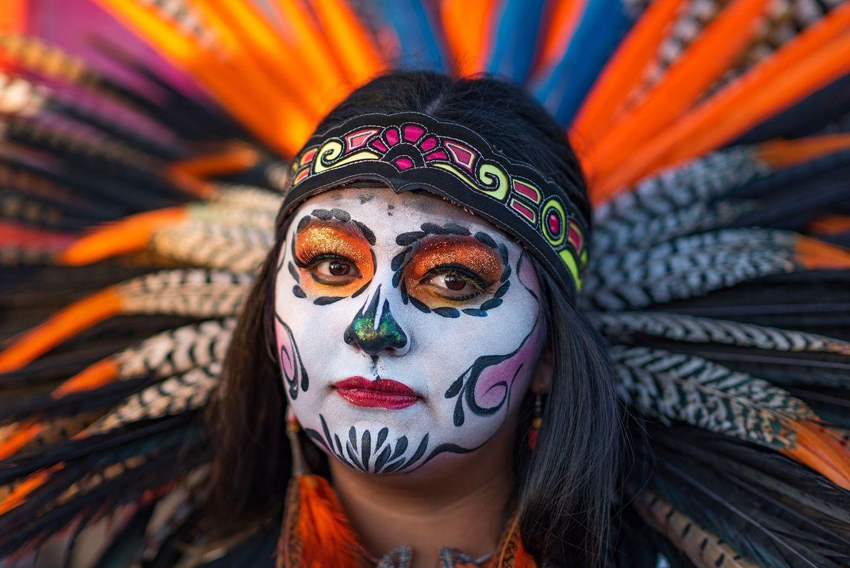 Bien souvent, le Día de los Muertos célèbre et perpétue d'anciennes traditions de la culture indigène. ...