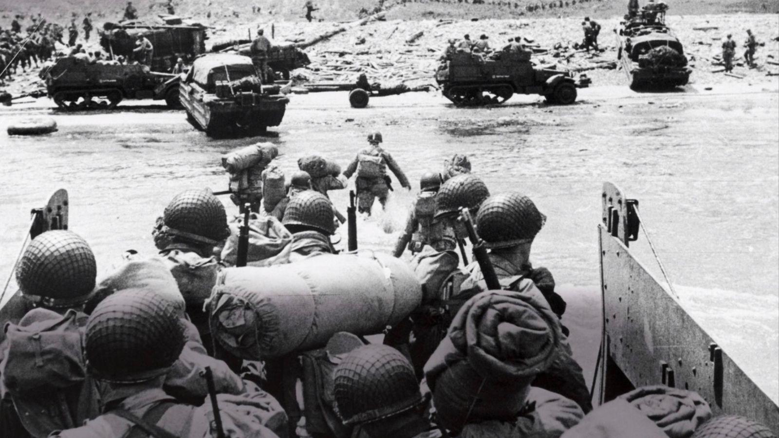 Prise d'assaut des plages. Après des mois de planification top secrète, les troupes de l'armée américaine débarquent ...