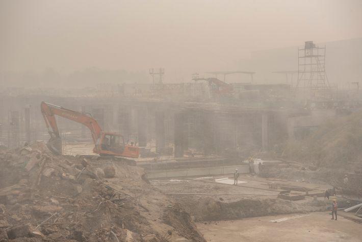 En hiver, la pollution liée aux travaux de construction, comme sur ce chantier, est exacerbée par ...