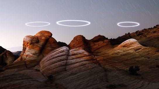 Des drones éclairés ont été programmés pour tourner au-dessus des formations de grès de Yant Flat dans ...