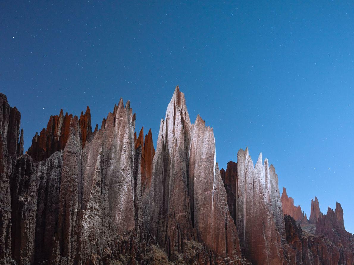 Les étoiles brillent au-dessus de la Valle de las Animas, La Paz, Bolivie.