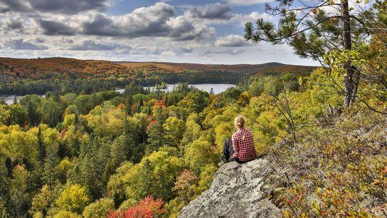 Les couleurs changeantes des espaces sauvages du Canada valent le détour : c'est l'une des plus ...