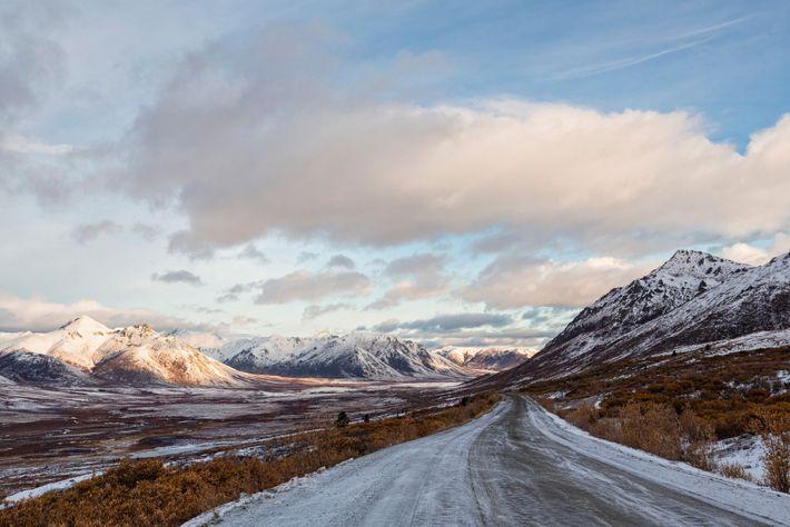 En hiver, la Dempster Highway et ses routes de glace sont un parcours incontournable. La route ...