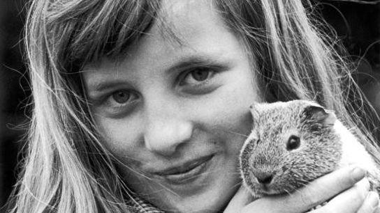 Diana a grandi entourée de chiens, de chats, de hamsters, de lapins et de chevaux. « ...